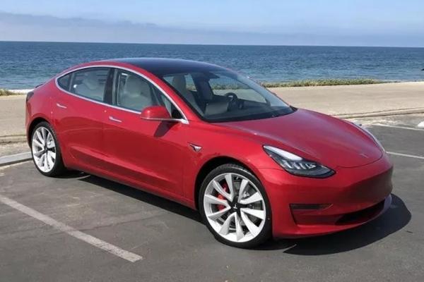 Model 3性能版初體驗:多花1.5萬美元只換來加速快1.6秒?