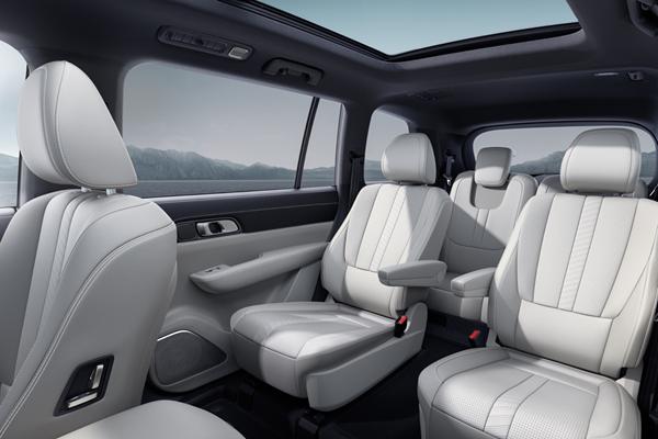 理想ONE推出2020款车型,取消二排座椅外侧扶手,增加主动进气格栅等